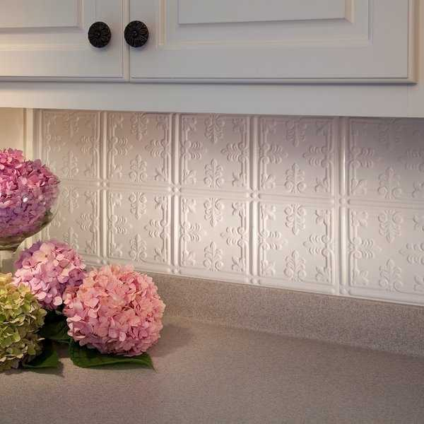 Fasade Traditional Style #10 Gloss White 18-square Foot Backsplash Kit